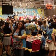 Bateria da Mangueira agita as feijoadas carnavalesca...